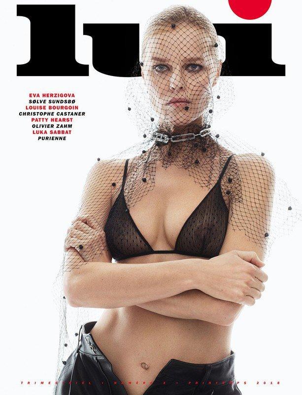 Eva Herzigova Nude & Sexy (8 Photos)