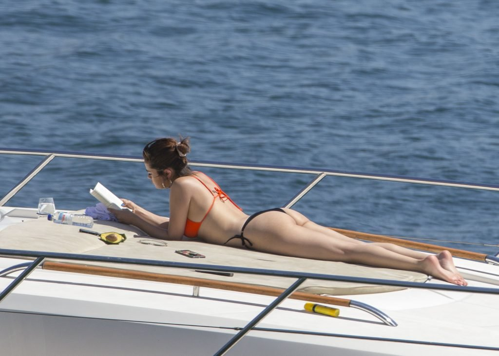 Selena Gomez Shows Off Her Sexy Cellulite Ass (95 Photos + Video & Gifs)