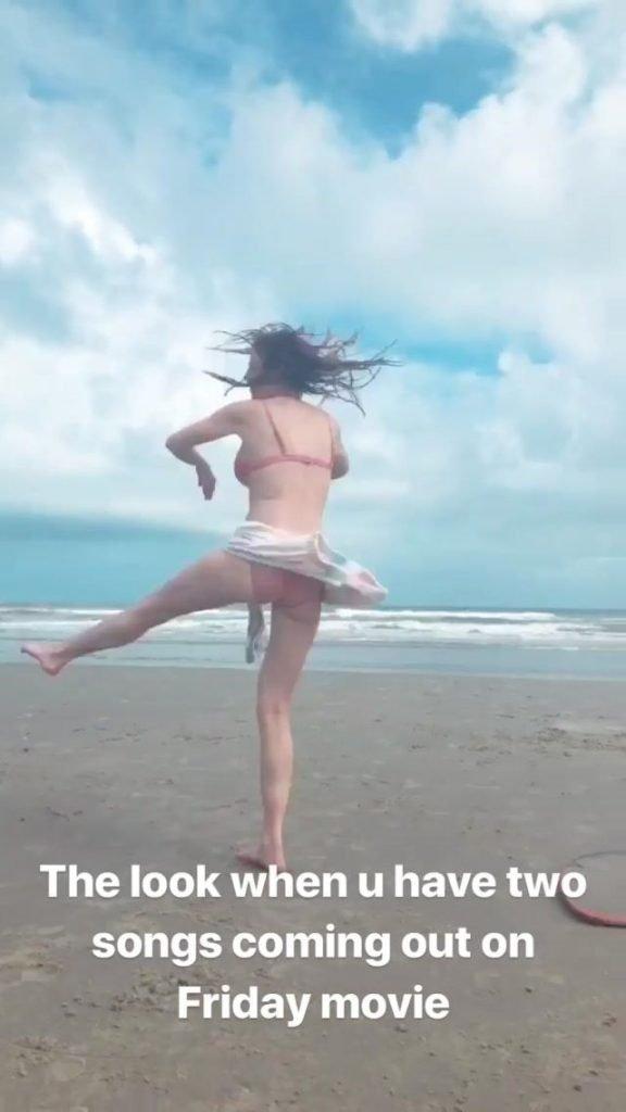 Bella Thorne Sexy (14 Pics + GIF)