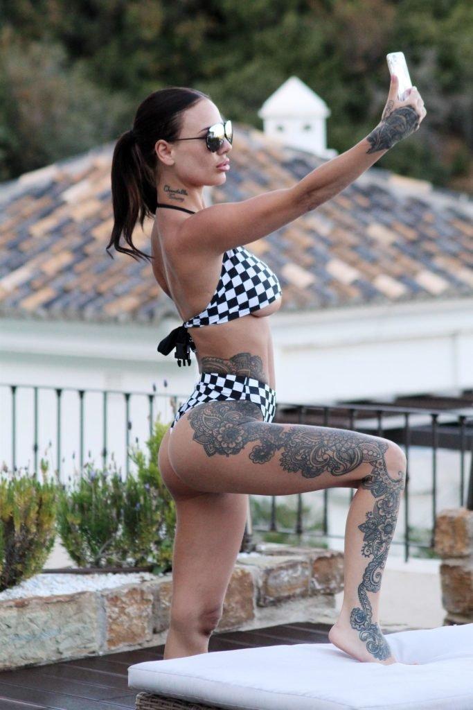 Chantelle Connelly Nude & Sexy (22 Photos)