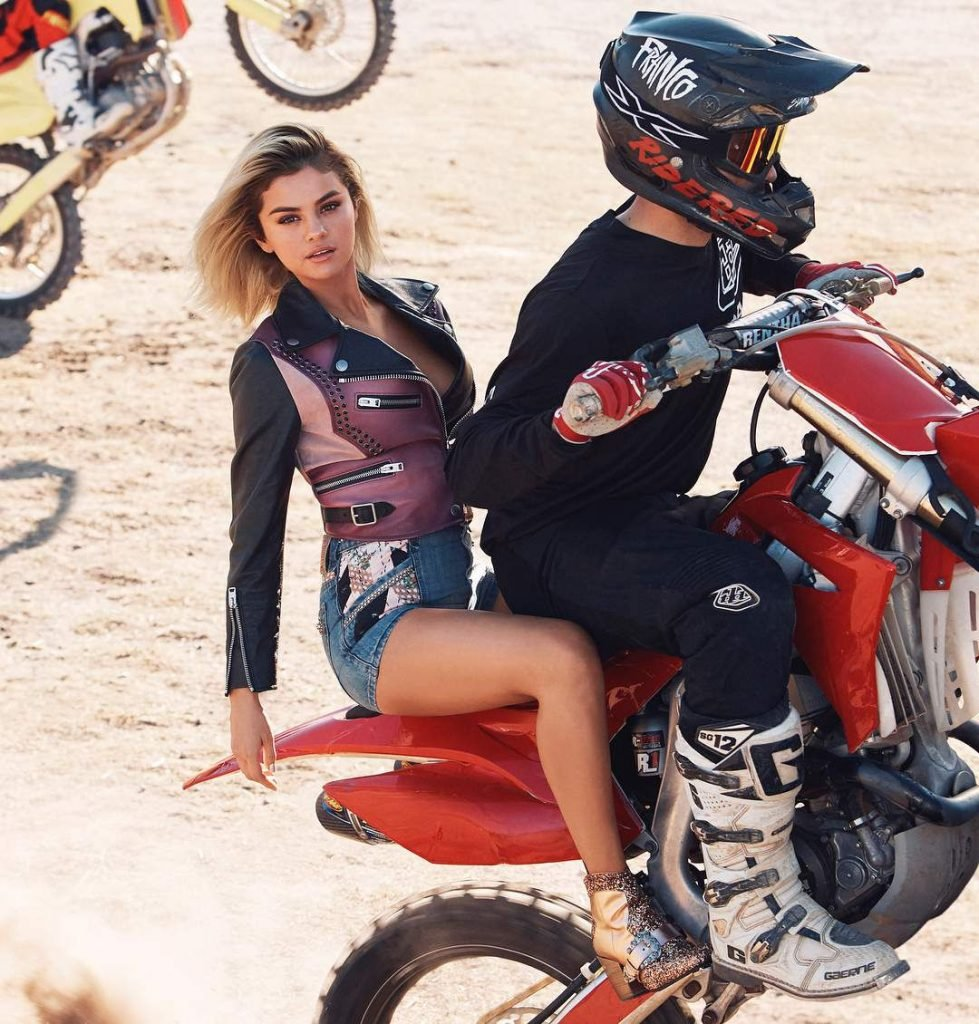 Selena Gomez Sexy (19 Photos + GIF & Video)