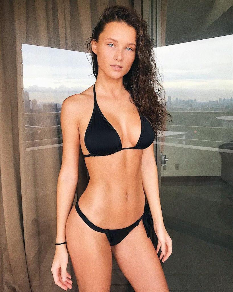 Cally Jane Beech Sexy & Topless (42 Photos)   Jihad Celebs