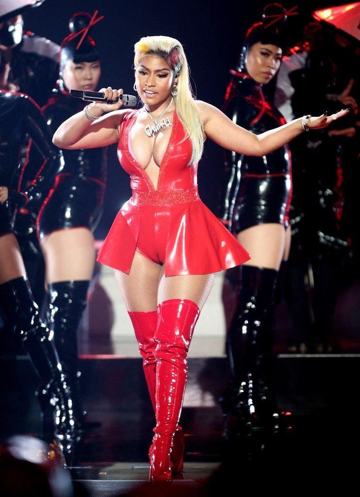 Nicki Minaj Sexy (42 Photos + Video)