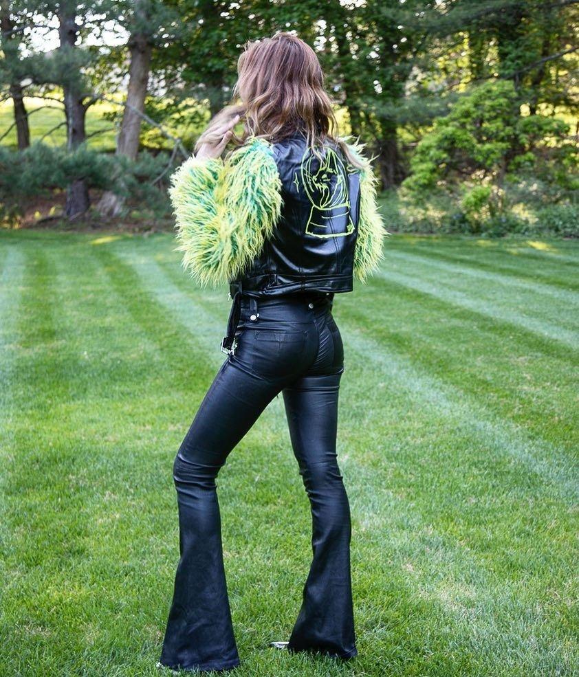 Bella Thorne Sexy (33 Photos)