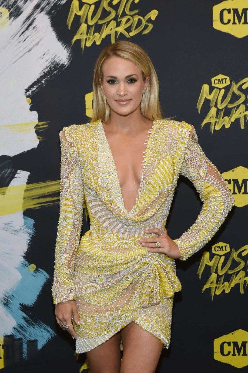Carrie Underwood Sexy (31 Photos)