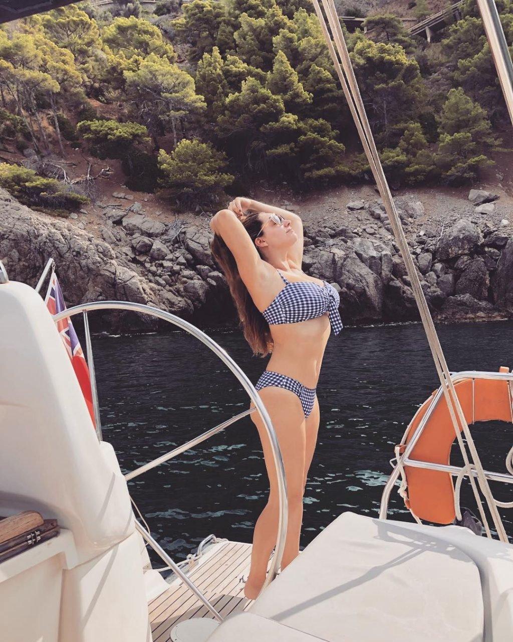 Kelly Brook Sexy (33 Photos)