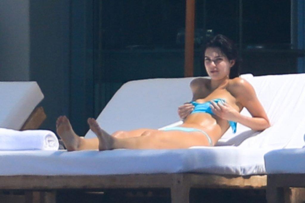 Kendall Jenner Sexy (59 Photos)