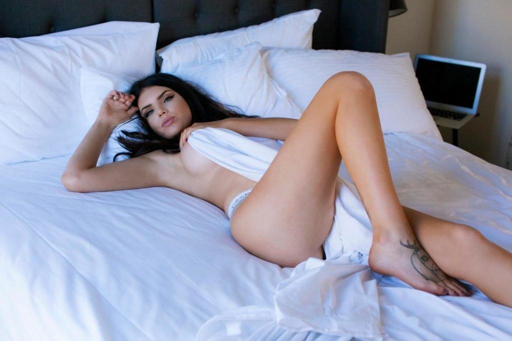 Nicole Thorne Nude & Sexy (100 Photos)