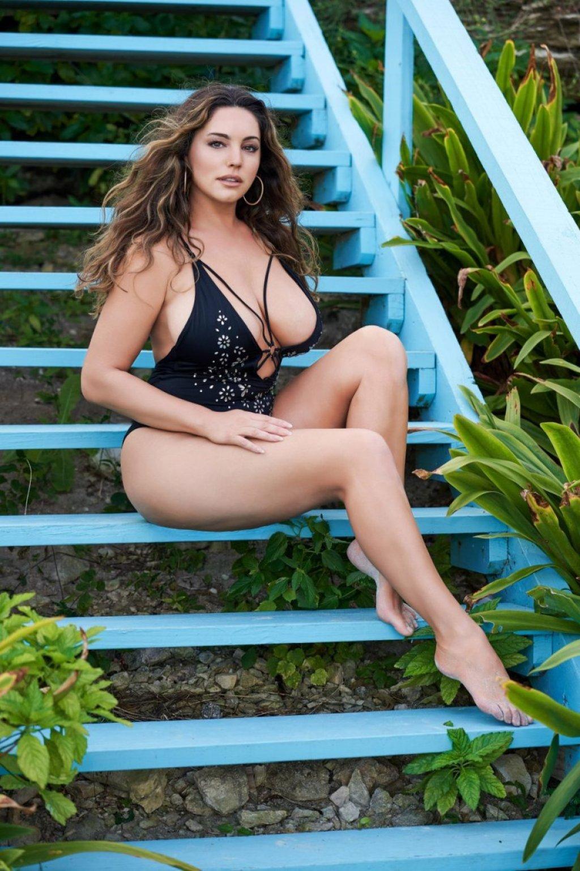 Kelly Brook Sexy (2 Hot Photos)