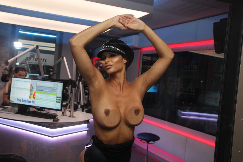 Micaela Schäfer Sexy & Topless (7 Photos)
