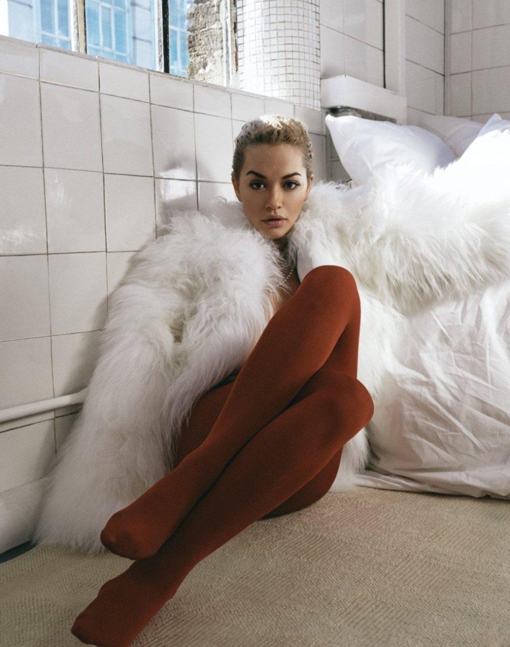 Rita Ora Sexy & Topless (7 Photos)