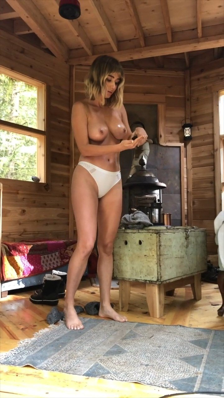 Sara Underwood Nude (15 Pics + Video)