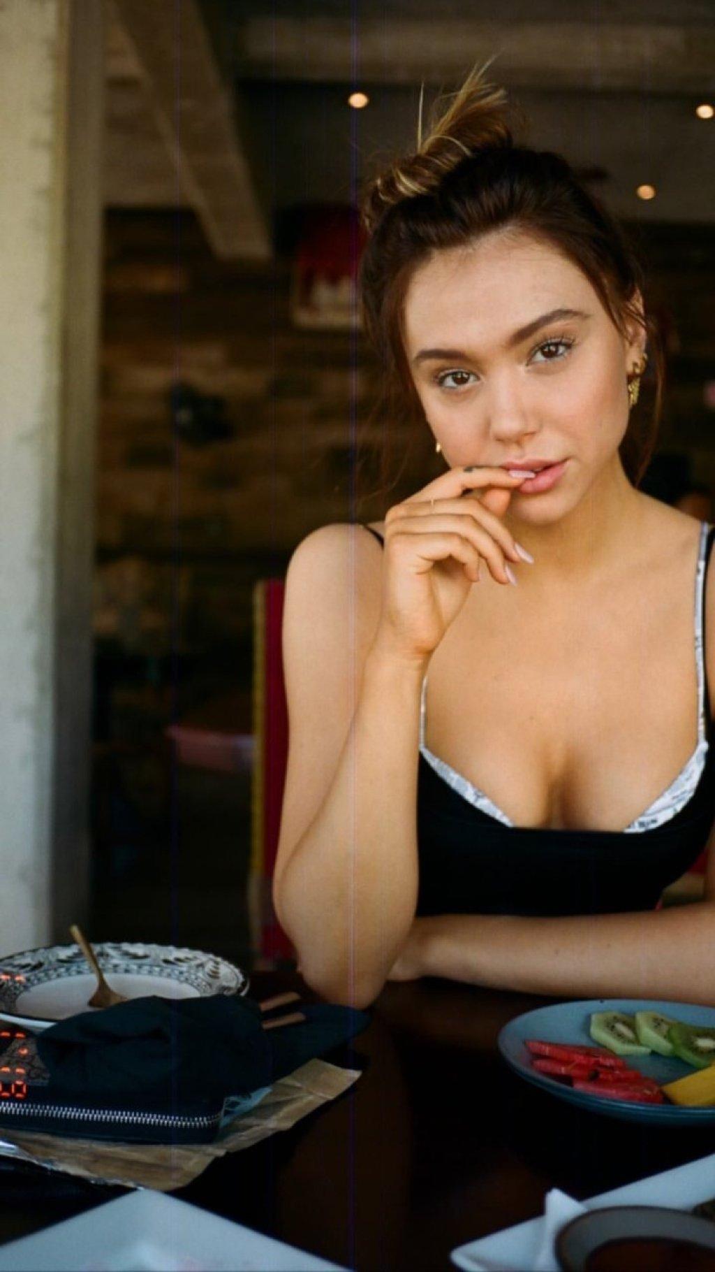 Alexis Ren Sexy (39 Photos)