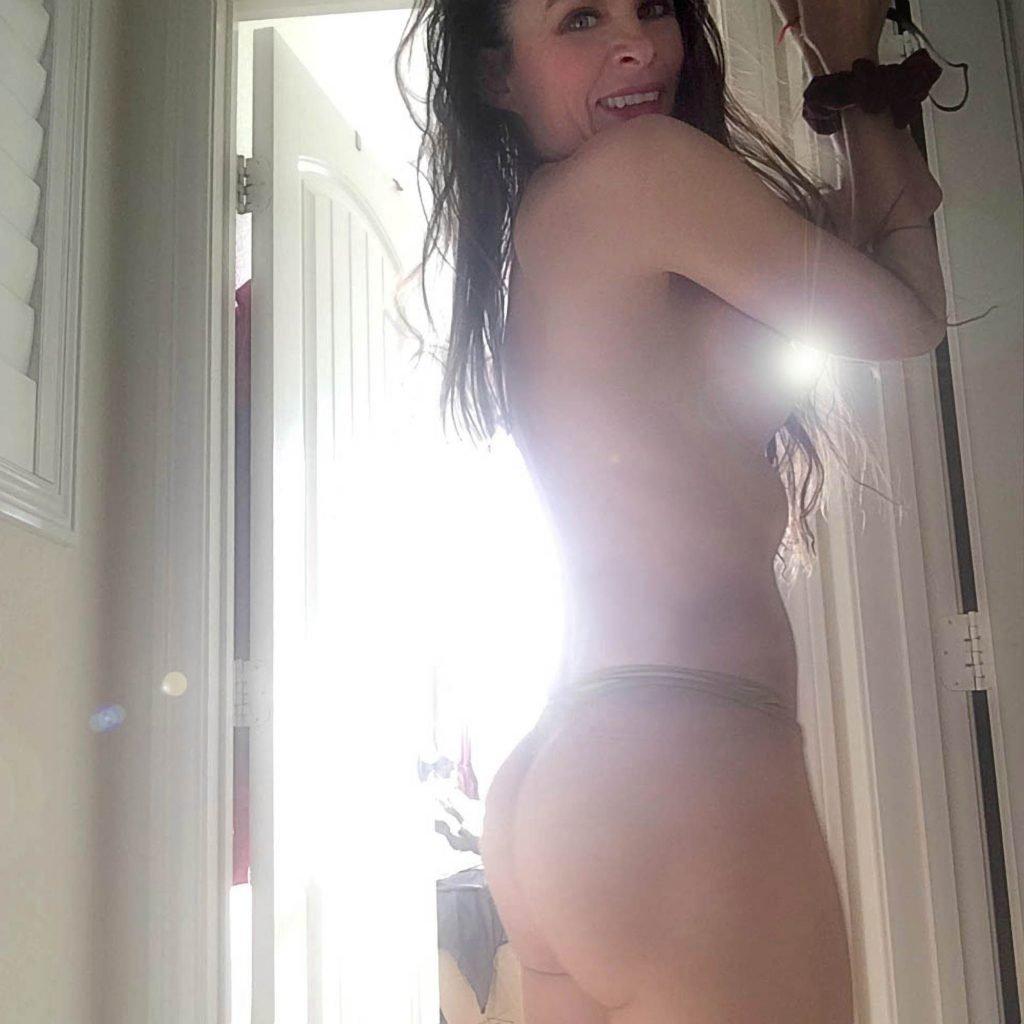 Alicia Arden Nude & Sexy (11 Photos)