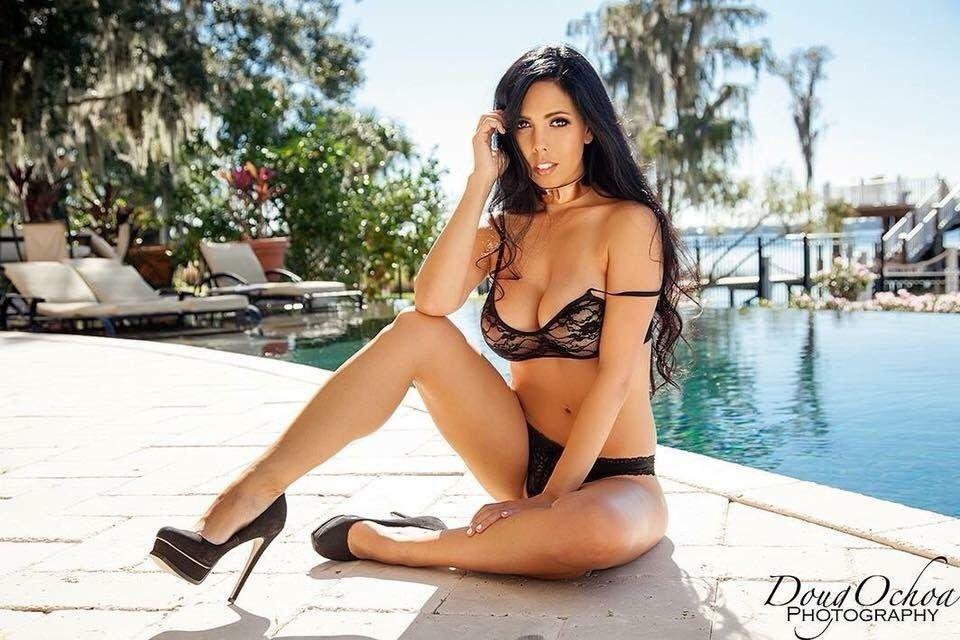 Charlotte Lambert Nude & Sexy (42 Photos)