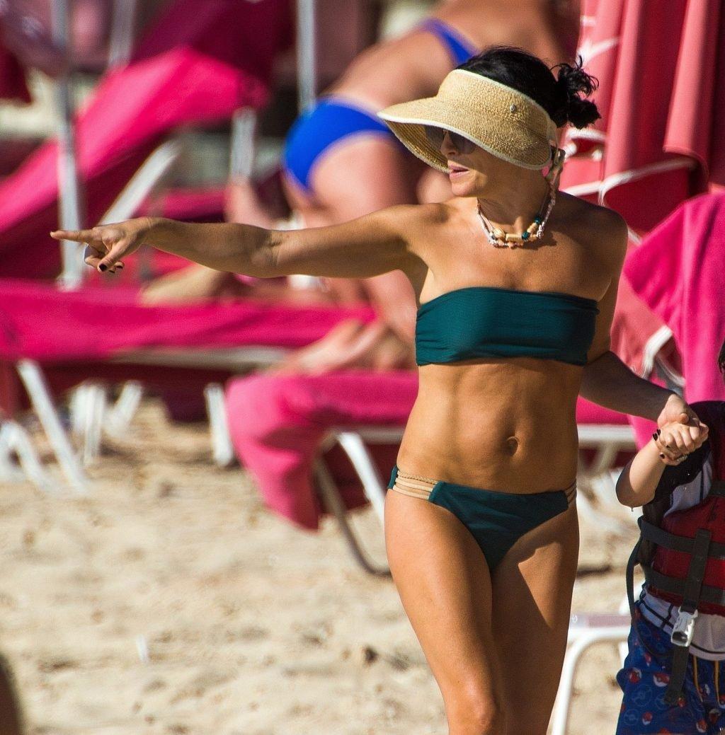 Andrea Corr Hot (32 Photos)