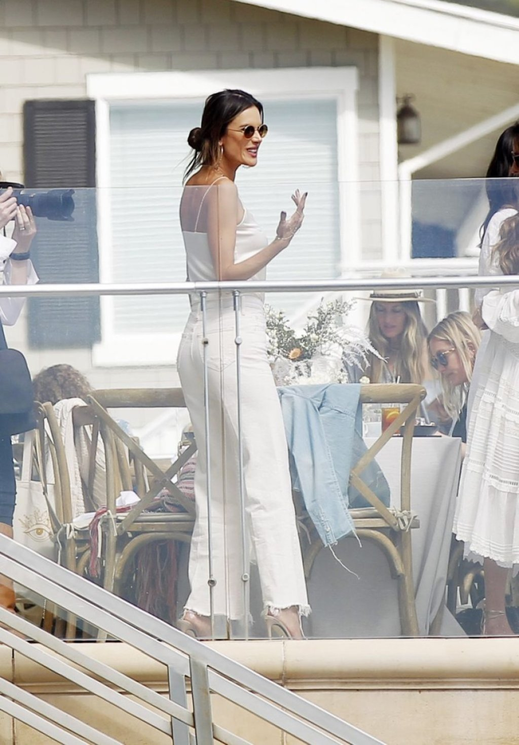 Alessandra Ambrosio (24 Sexy Photos)