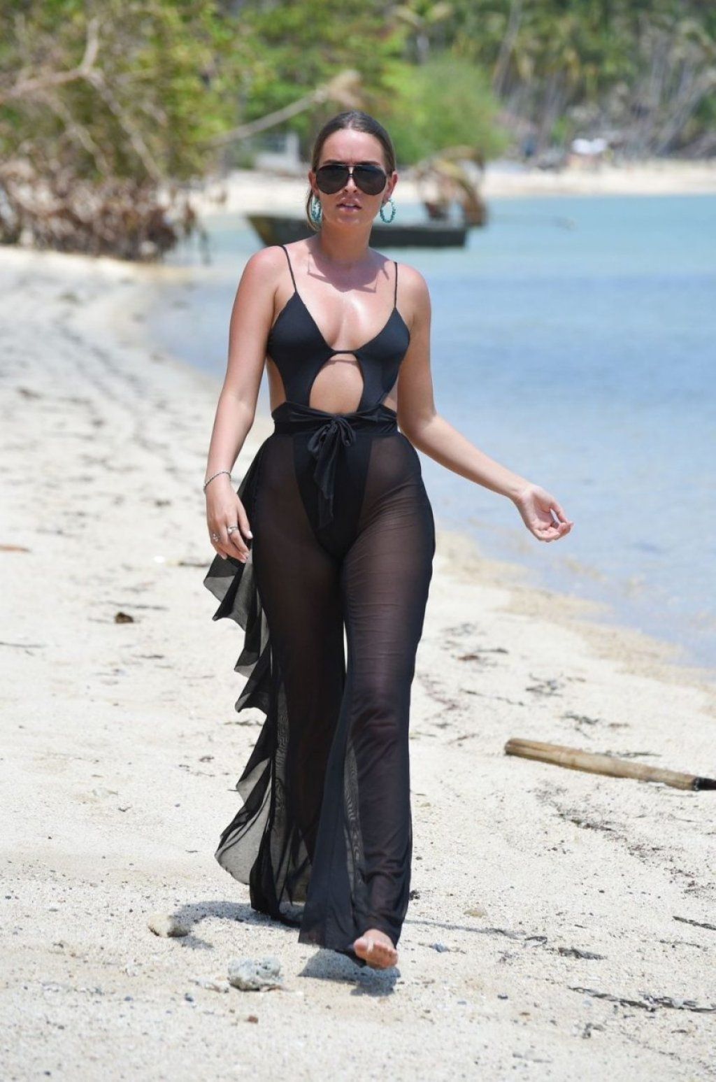 Demi Sims, Georgia Kousoulou, Chloe Ross Sexy (29 Photos)