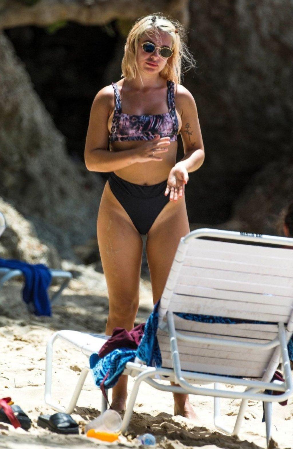 Jessica Woodley Sexy (49 Photos)