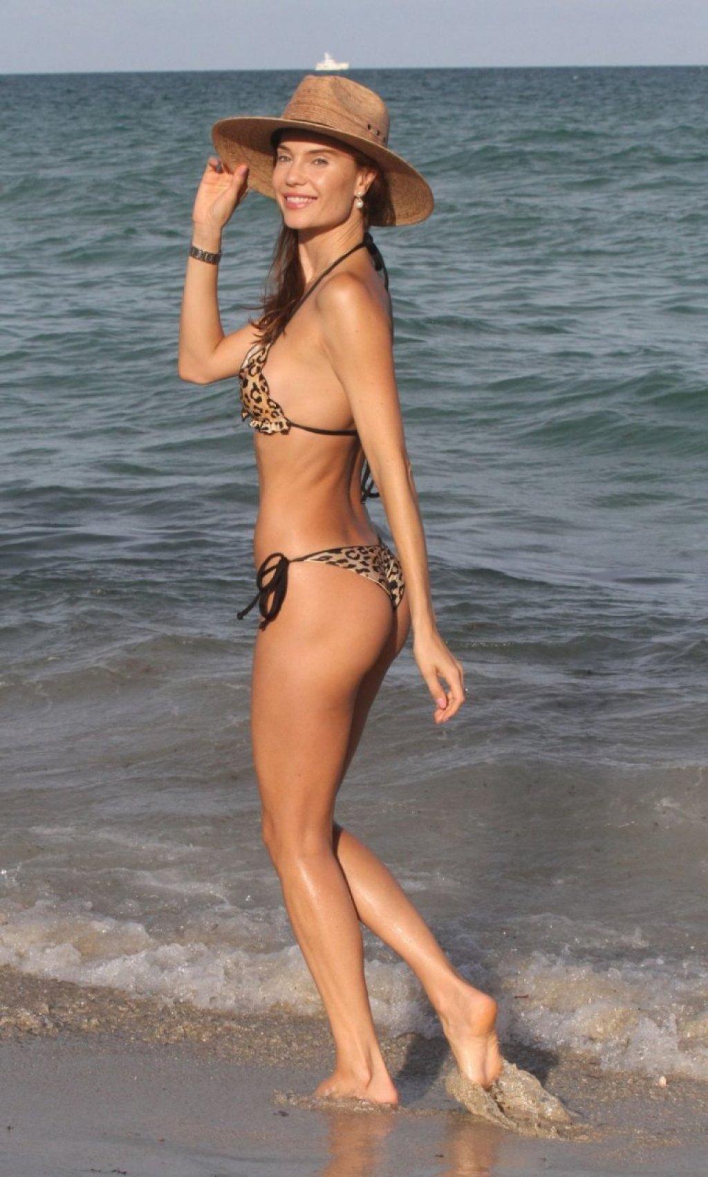 Julia Pereira Sexy (44 Photos)