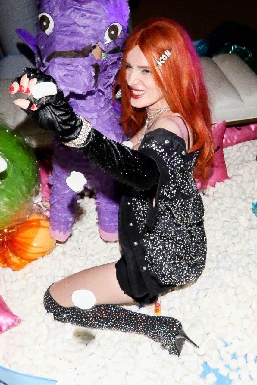 Bella Thorne Sexy (32 Photos + Video)