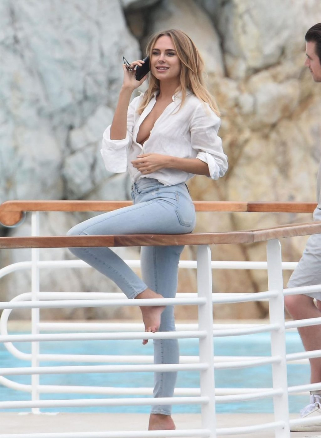 Kimberley Garner Braless (40 Photos)