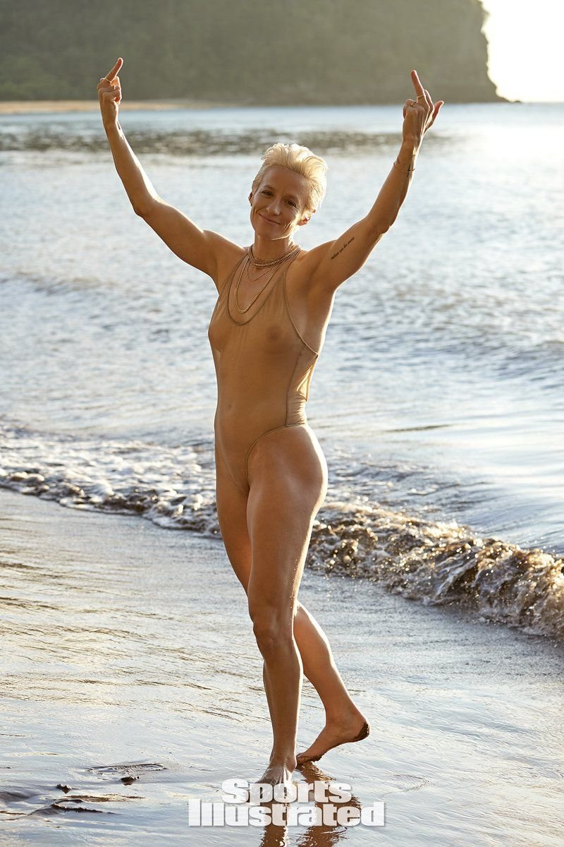 Megan Rapinoe Sexy & Topless (47 Photos + Video)