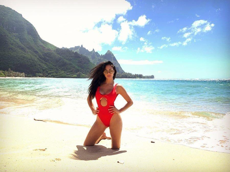 Nicole Scherzinger Sexy (16 Photos + GIF)
