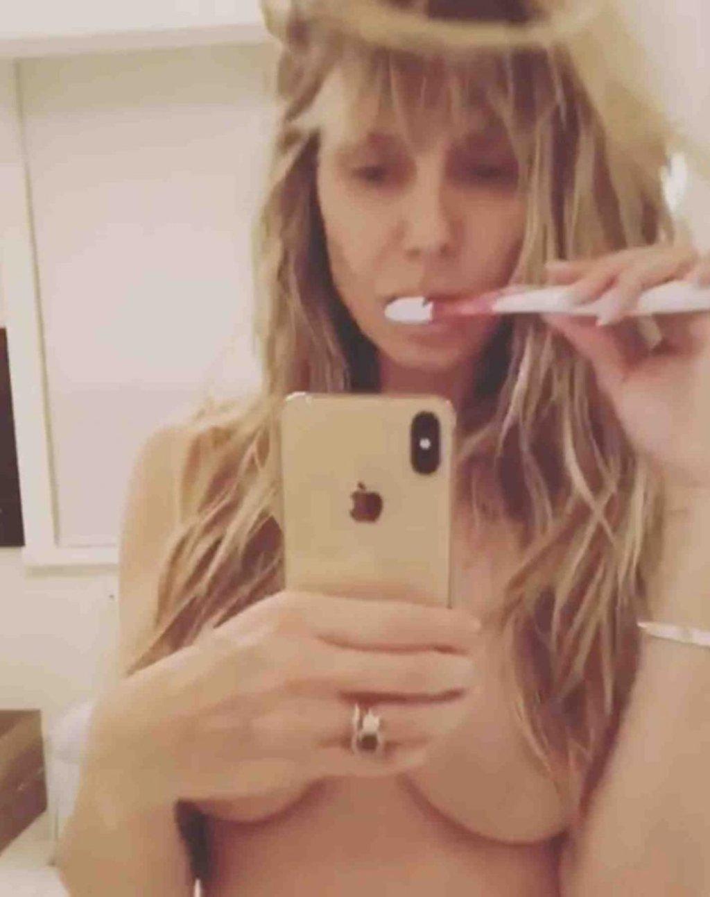Heidi Klum Topless (10 Pics + GIF & Video)
