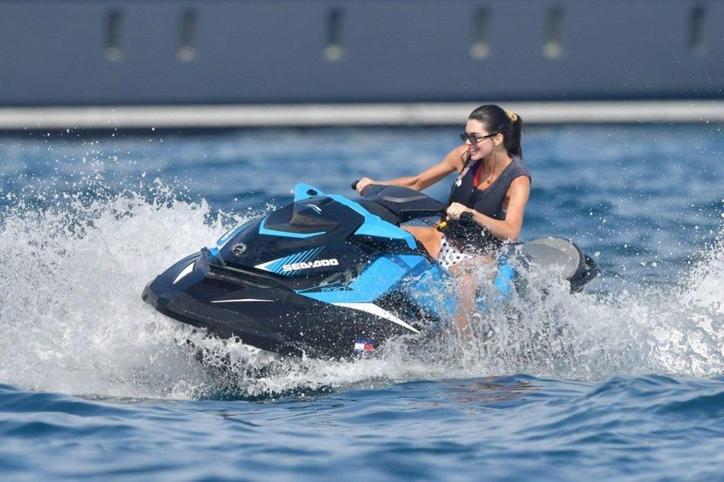 Kendall Jenner Sexy (27 Photos)