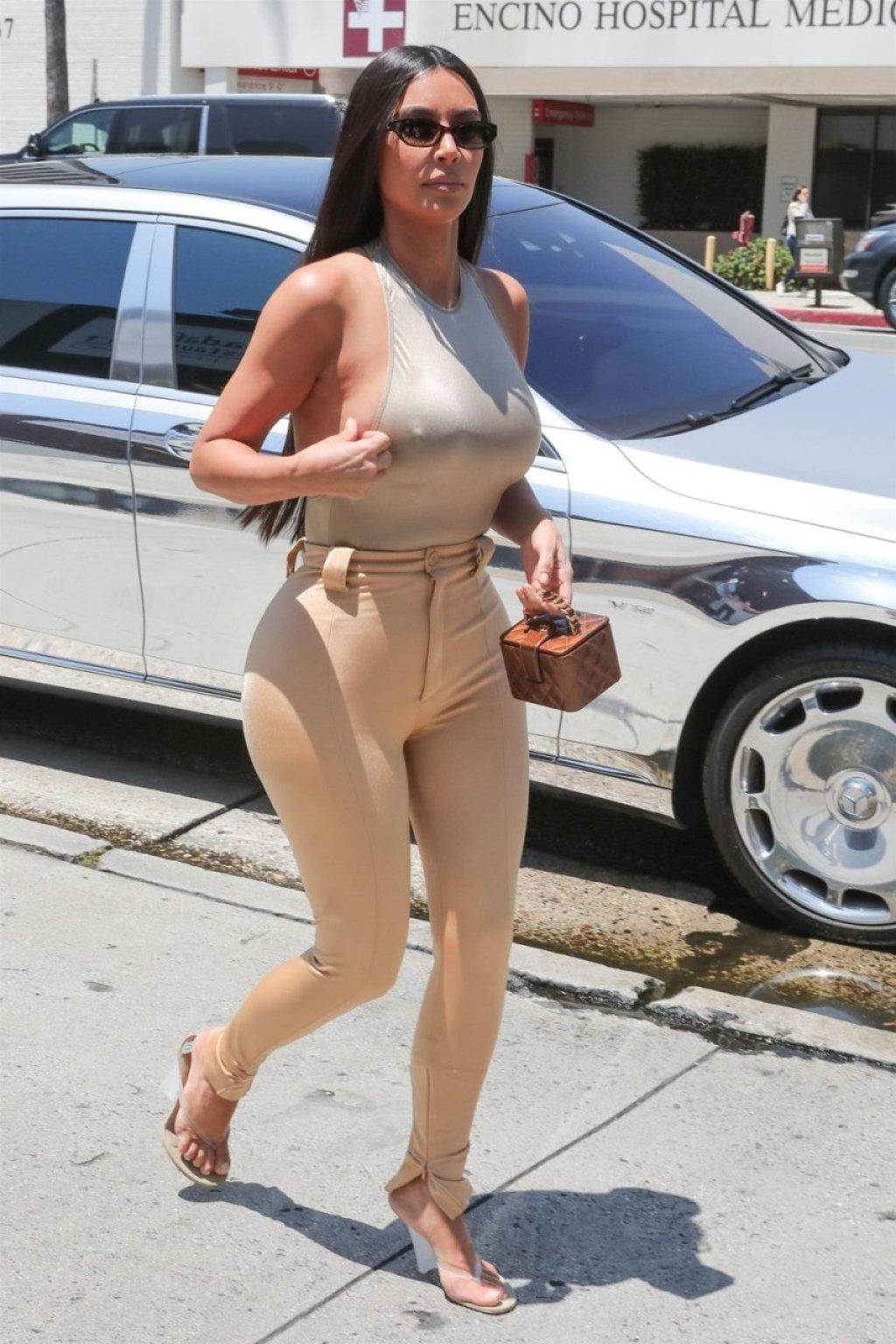 Kim Kardashian Hot (60 Photos)