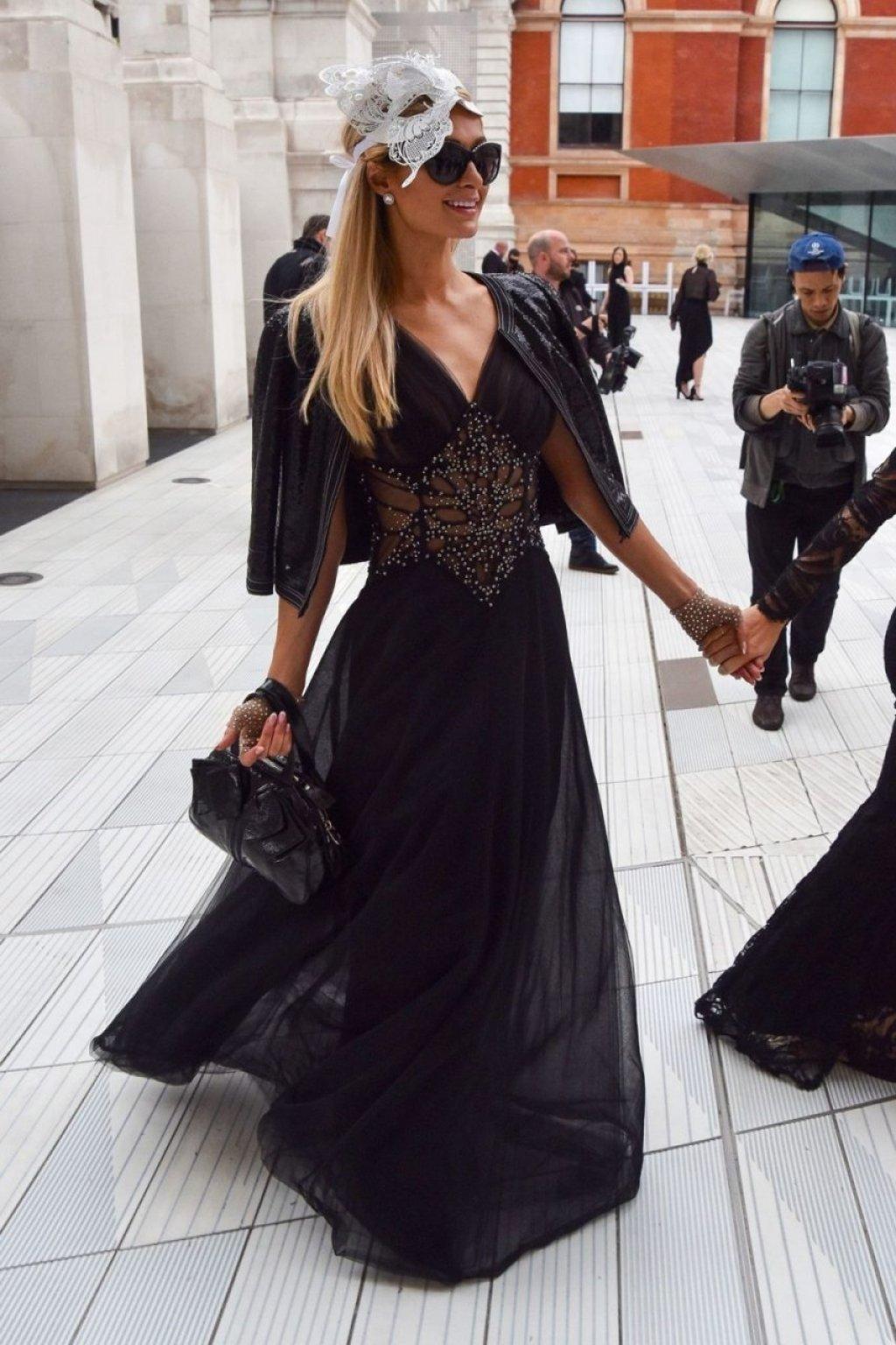 Paris Hilton See Through (99 Photos)