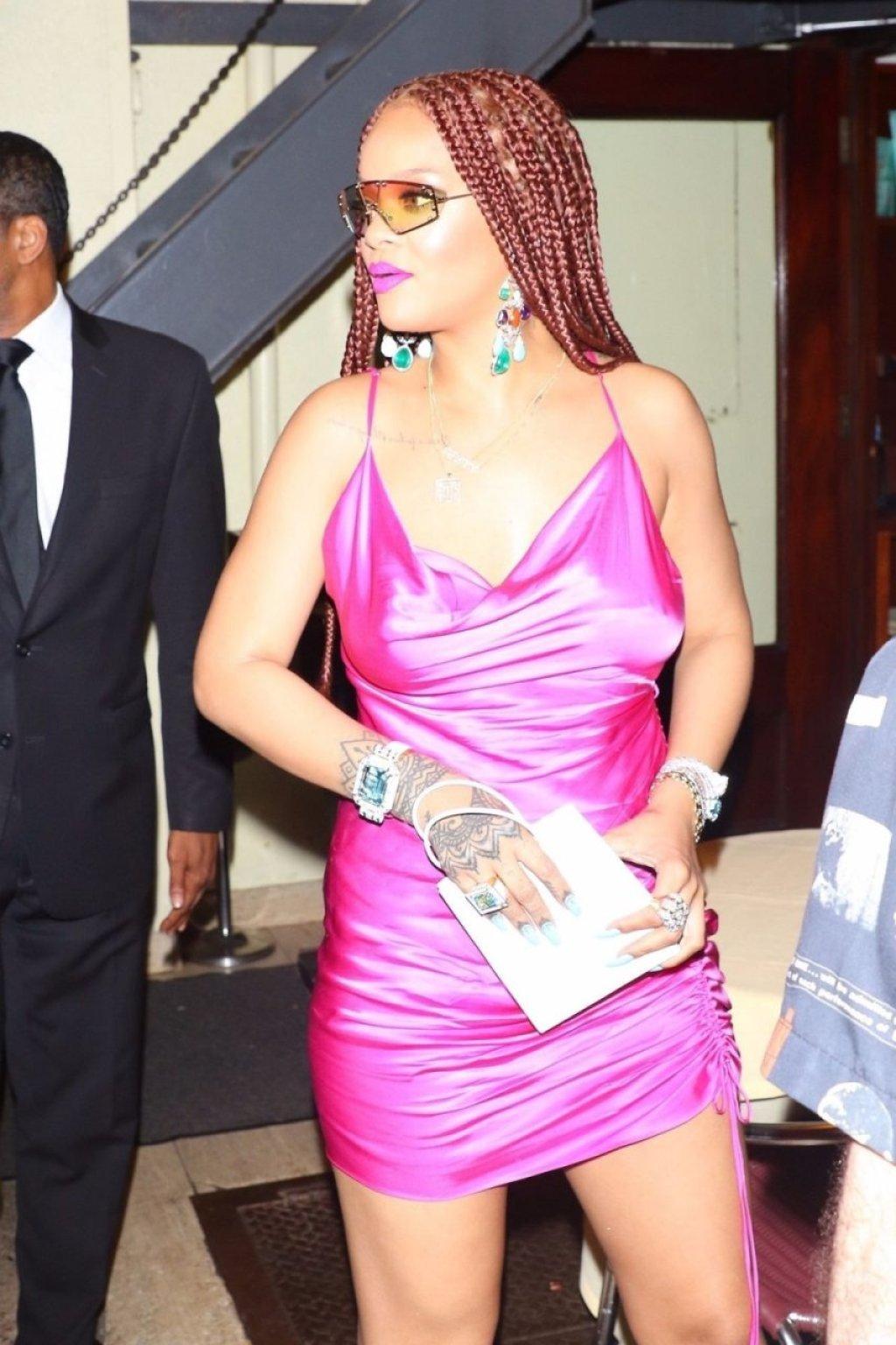 Rihanna Sexy (32 Photos)