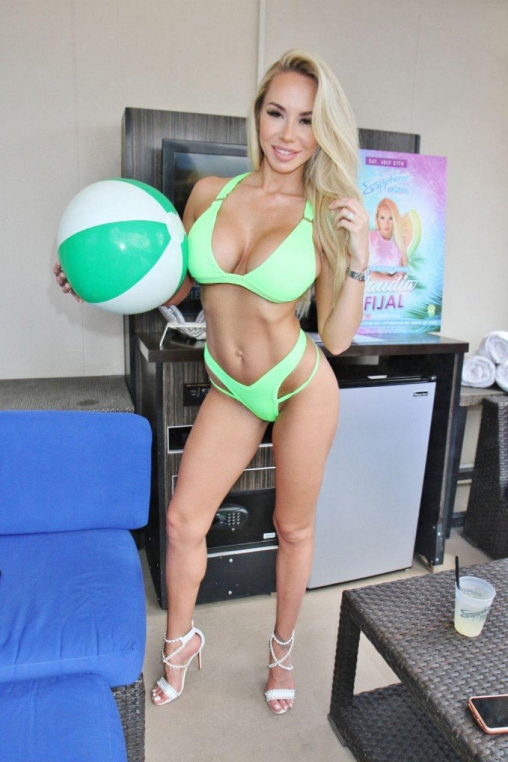 Claudia Fijal Sexy (17 Photos)