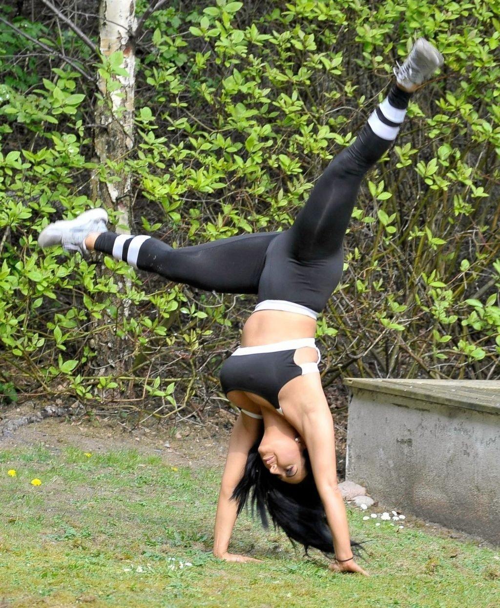 Grace J Teal Sexy (14 Photos)