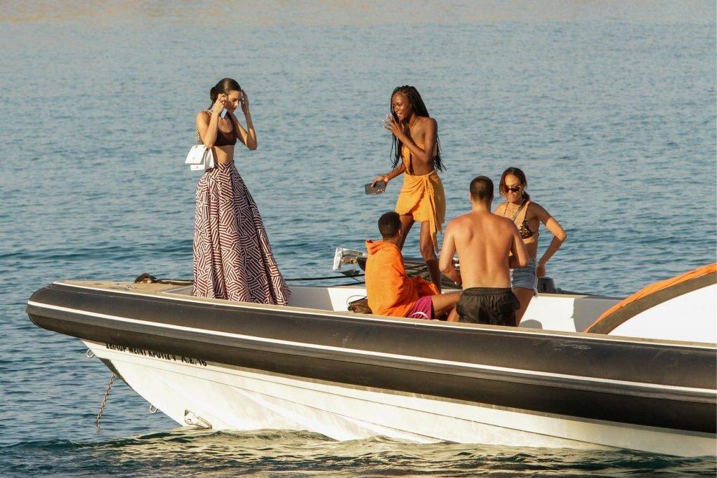 Kendall Jenner Sexy (124 Photos)