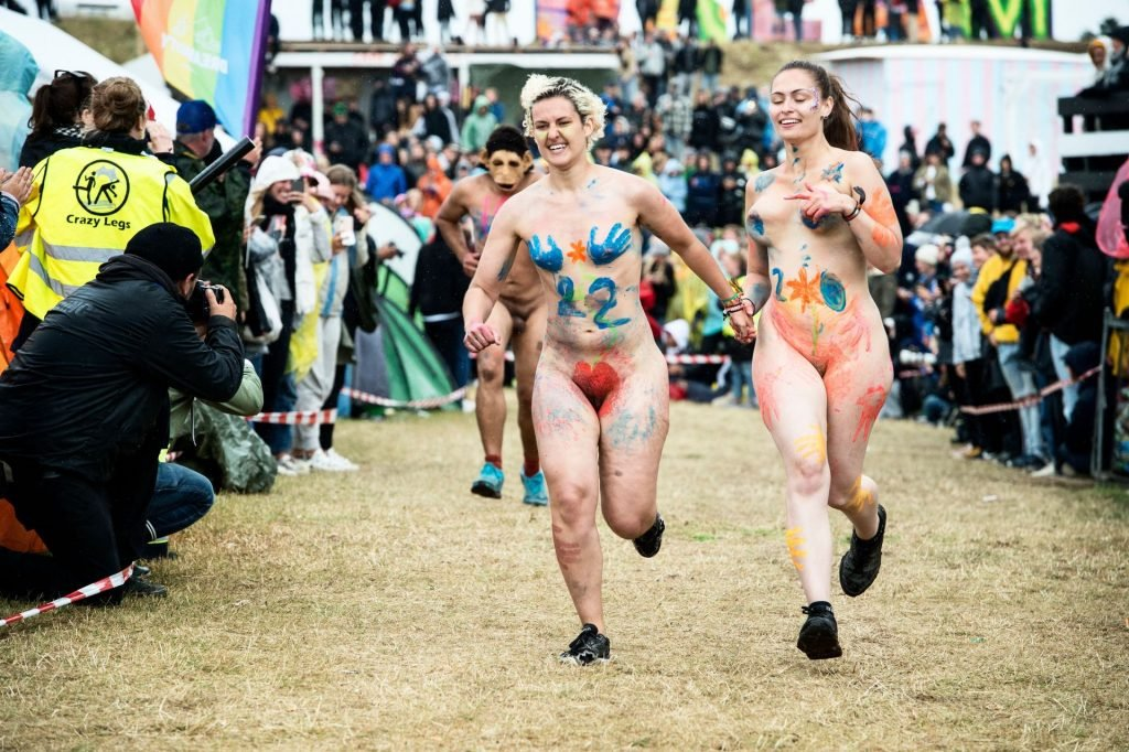 Naked run at the Roskilde Festival (5 Photos)