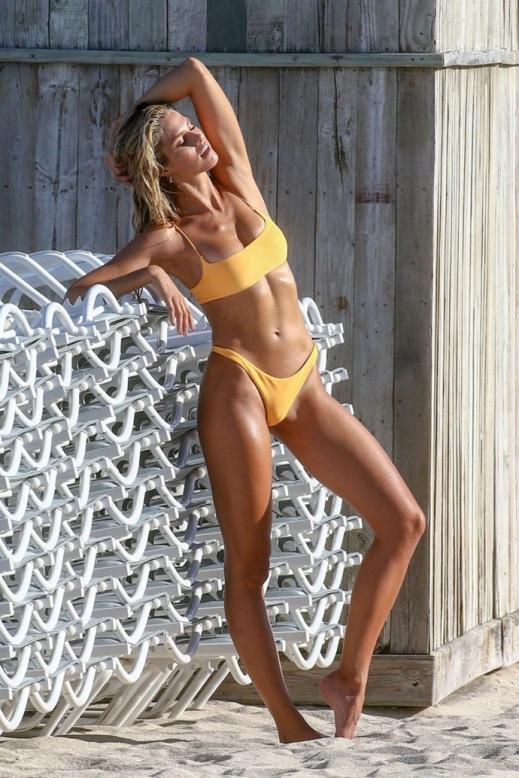 Natalie Roser Sexy (32 Photos)