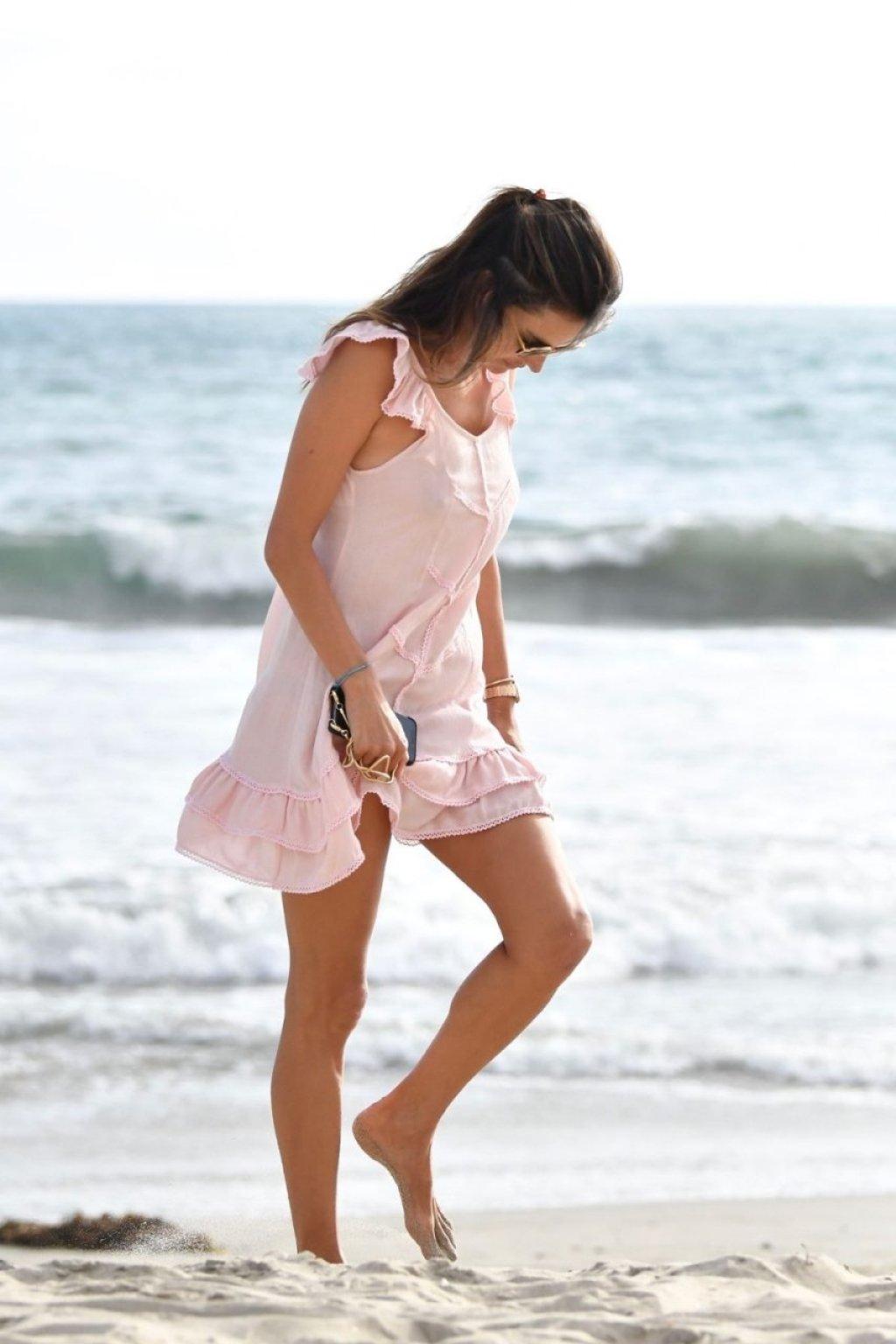 Alessandra Ambrosio Sexy (93 Photos)