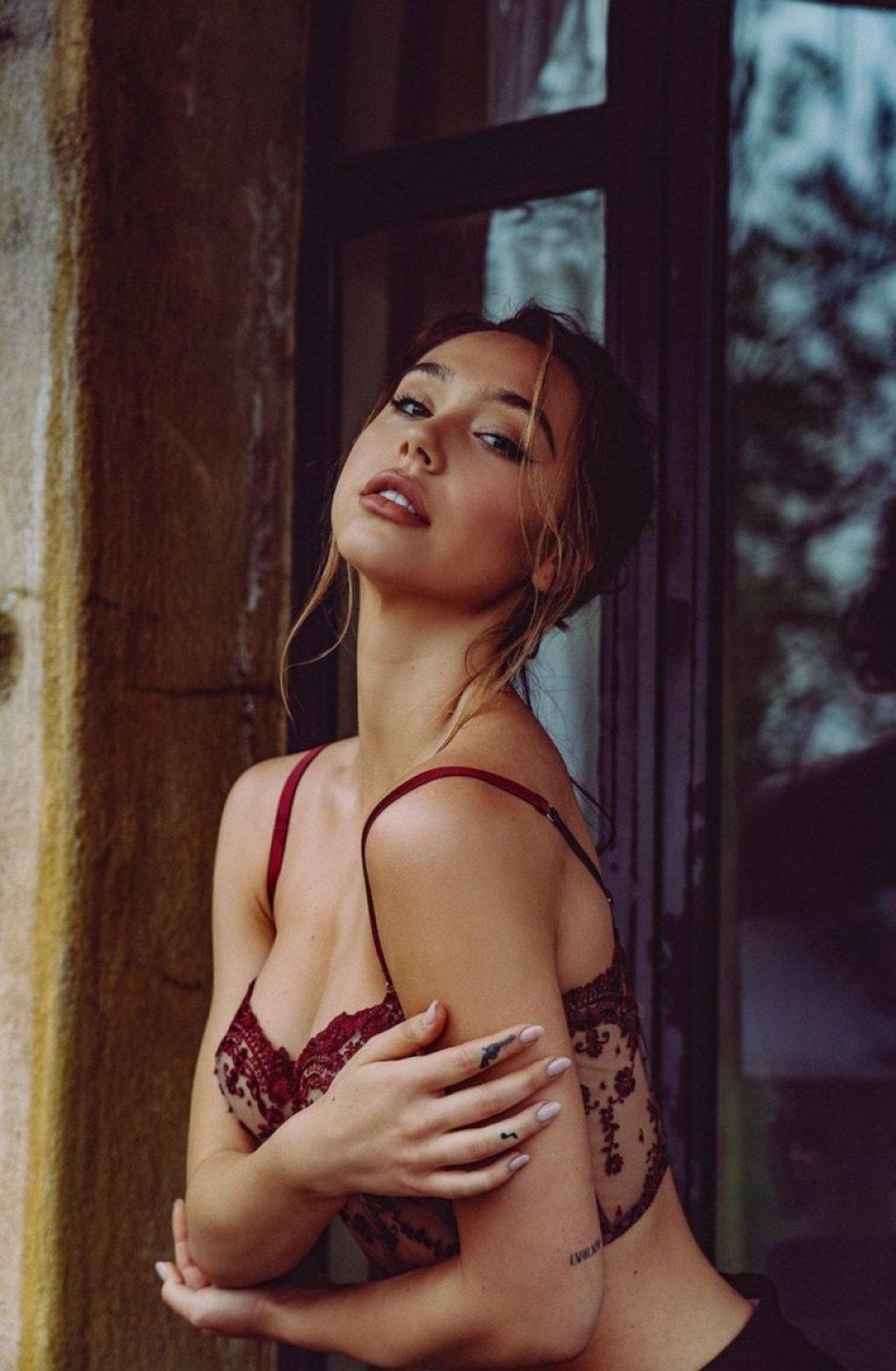 Alexis Ren Sexy & Topless (21 Photos)