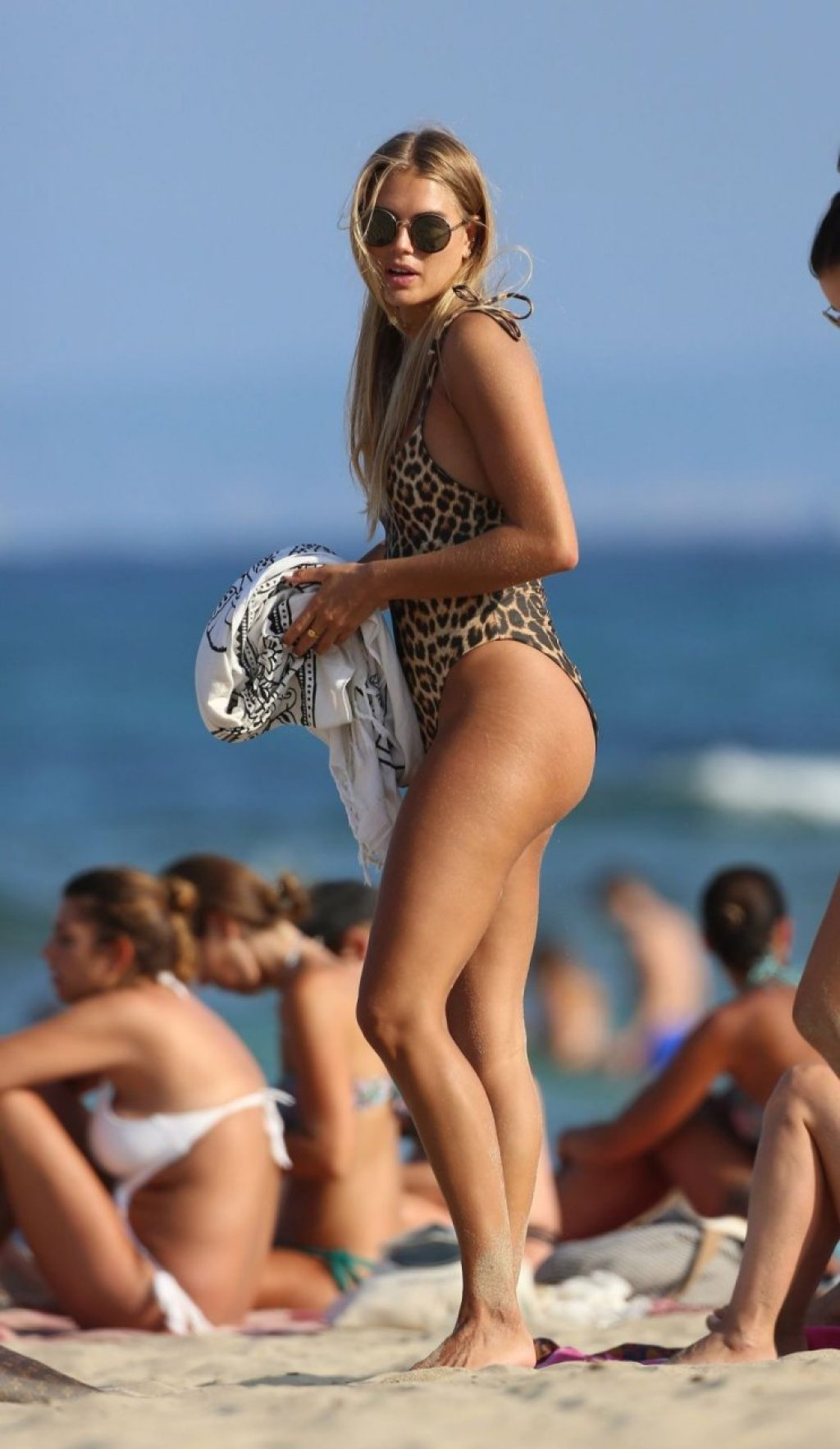 Arabella Chi Sexy (33 Photos)