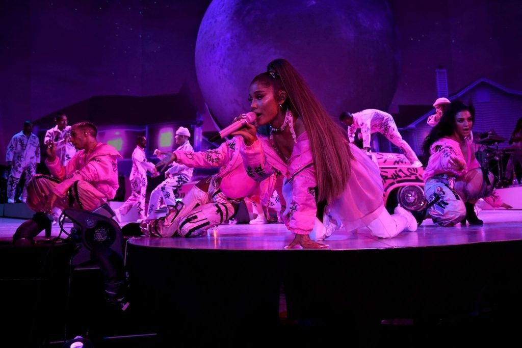 Ariana Grande Sexy (26 Photos + Video)