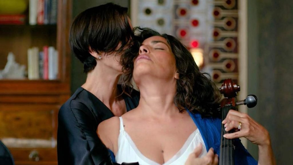 Carrie-Anne Moss, Sarita Choudhury Sexy – Jessica Jones (4 Pics + GIF & Video)