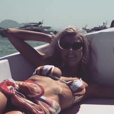 Charlotte McKinney Sexy (14 Pics + GIF & Video)