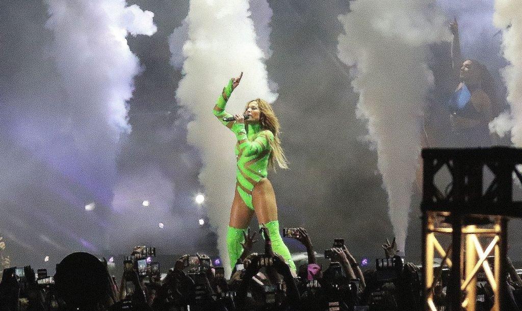 Jennifer Lopez Sexy (41 Photos)