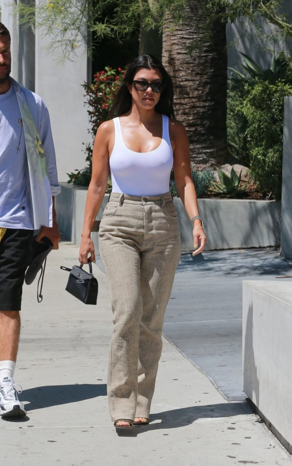 Kourtney Kardashian Braless (191 Photos)