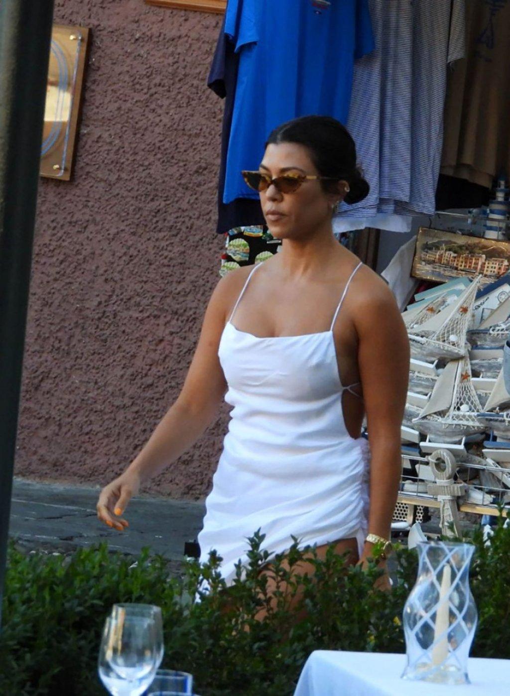 Kourtney Kardashian Sexy (30 Photos)