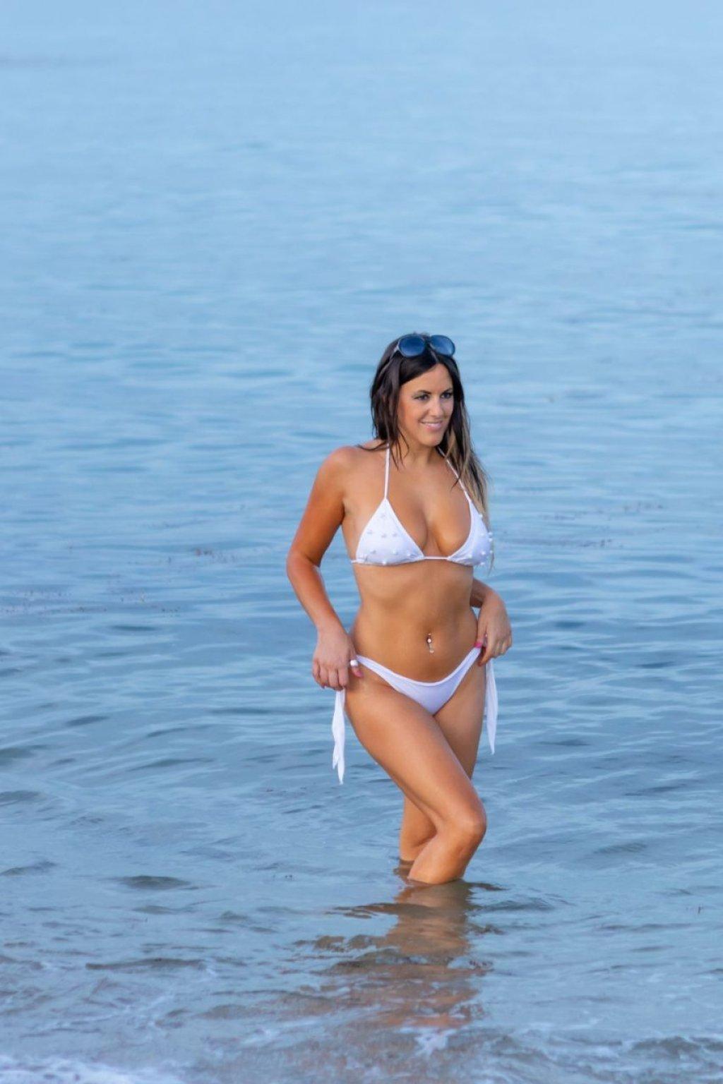 Claudia Romani (17 Sexy Photos)