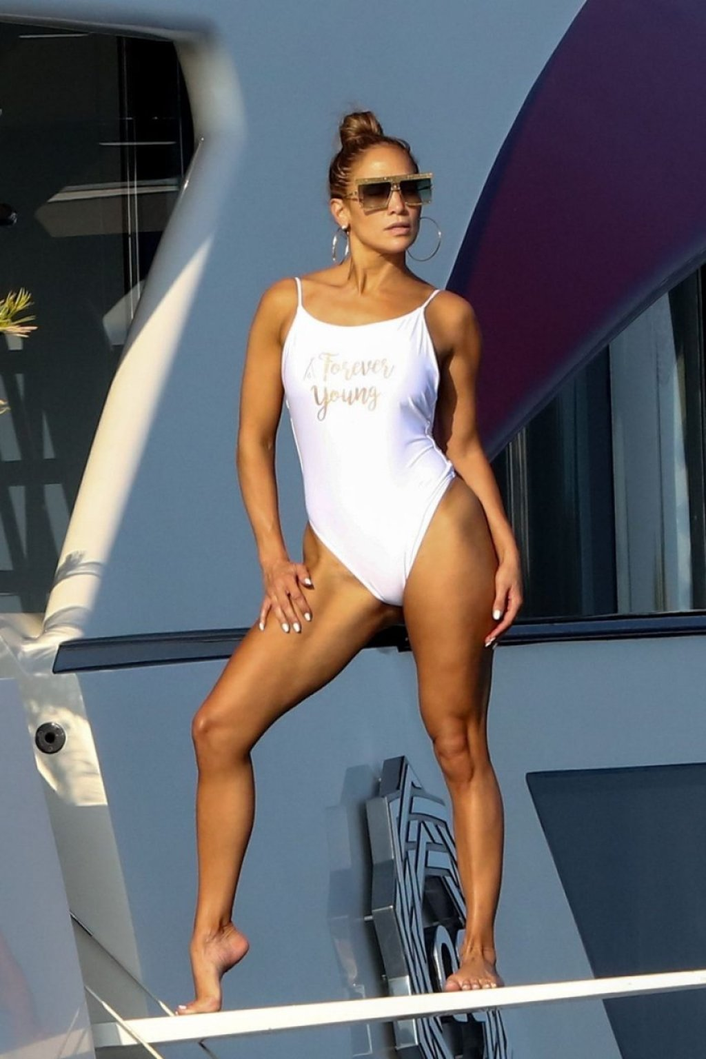 Jennifer Lopez Sexy (51 Photos)