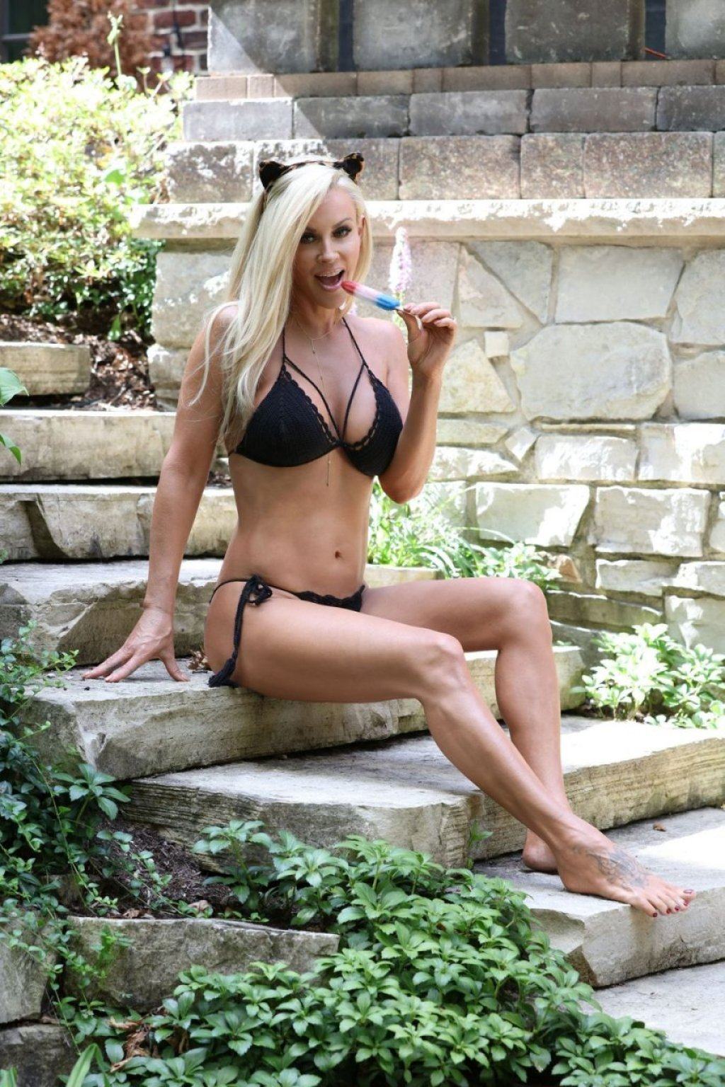 Jenny McCarthy Sexy (24 Photos)